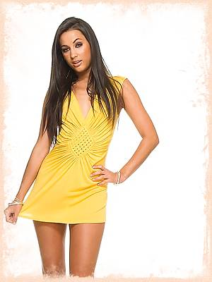 Georgia Jones takes off her yellow dress