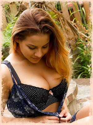 Lacey Banghard Online Images