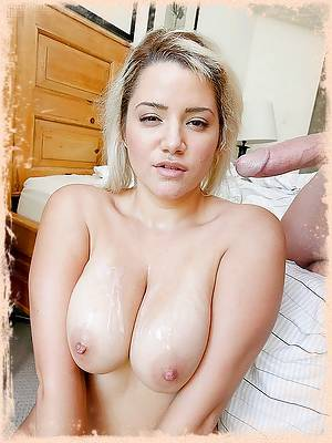 Alix knows how to reat her man right. He doeShes New - Membership't help clean but she'll still cook him dinner. She's got a great plan for dessert too. She put some whipped cream on her tits to give her man a boobie sundae!