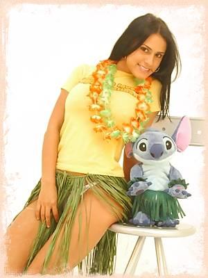 Selena removes her grass skirt